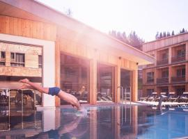 Tirol Lodge, hotel with pools in Ellmau