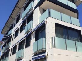 Apartamentos Playa De Los Barcos, apartment in Isla