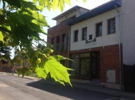 Bástya Apartmanház, hotel in Sárvár