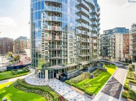 Stylish two bedroom riverside flat, hotel with jacuzzis in London