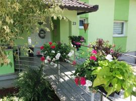 Apartments and rooms with parking space Slunj, Plitvice - 17719, hotel v destinaci Slunj
