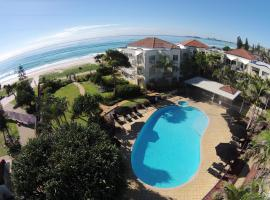 Golden Riviera Absolute Beachfront Resort, hotel in Gold Coast