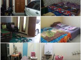 Anjas Homestay, guest house in Batu