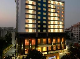 Radisson Blu Hotel Ahmedabad, отель в Ахмадабаде