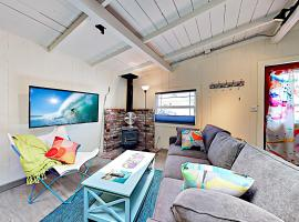 New Listing! Adorable Beach Cottage W/ Patio Cottage, vacation rental in Santa Cruz