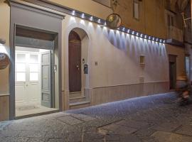Piazza Posta Dimora di Charme, guest house in Procida