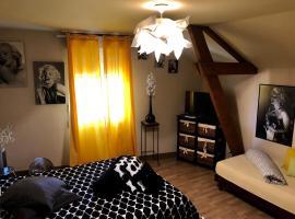 LE HAVANA, hotel near Bergerac Airport - EGC,