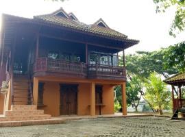 T-Rooms Homestay Glamping @ Bandara, holiday home in Palembang
