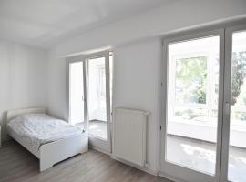 Zeitwohnen im schönem Haus mit großer Terrasse in Köln-Rath, holiday home in Cologne