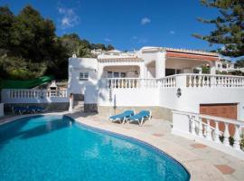 V105 Villa Nineta, hotel in Son Bou