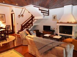 Casa charmosa e aconchegante em condomínio, self catering accommodation in Campos do Jordão