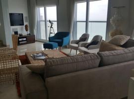 Special penthouse, отель в Бат-Яме