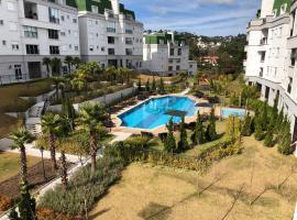 Apartamento em Campos do Jordão ao lado do Capivari, hotel with pools in Campos do Jordão