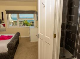 Cliff Top Apartment 3 Bedroom, hotel in Shanklin
