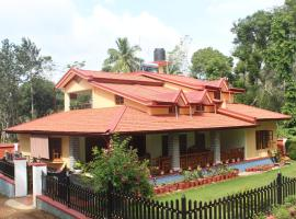 Whistling Woods Farm Stay, family hotel in Kushālnagar