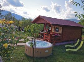 Cottage La Sierra with JACUZZI, villa in Korenica
