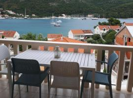 Apartments Šišević - Comfort Apartments with Balcony and Sea View, hotel in Slano