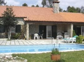 Villa com piscina em Arcos de Valdevez by iZiBoo kings, hotel in Arcos de Valdevez