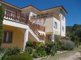 Casa com piscina e vista de serra, Guarda by iZiBoo kings, hotel in Guarda