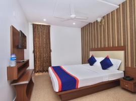 OYO 12153 Hotel B S International, hotel near Chamundi Vihar Stadium, Narasimharaja Puram