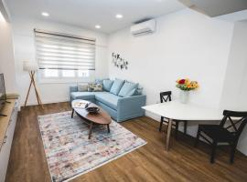 Gaspar Apartment - 4th floor - Renovated 2019, hotel in Athens