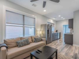 Drew's Diggs #2, apartment in Houston