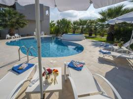 Luxury Xenos Villa 2 With 4 Bedrooms , Private Swimming Pool, Near The Sea, pet-friendly hotel in Tigaki