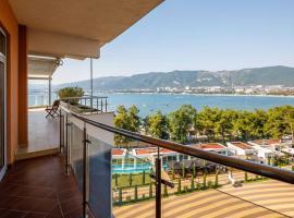 Элитные апартаменты с видом на море, hotel with jacuzzis in Gelendzhik