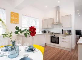Bright And Airy 2 Bed Ground Floor Garden Apartment In Hereford House Free Superfast Wifi Walking Distance To Central Southsea And The Beach, apartment in Portsmouth