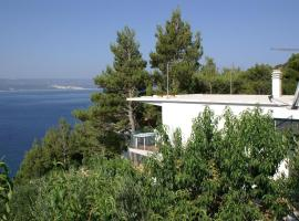 Apartments by the sea Marusici, Omis - 2741, hotel in Mimice
