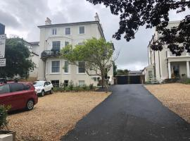 Wight On The Beach, Slps4, Stylish Apartment, Balcony with Sea Views, apartment in Ryde