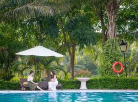 FLC Luxury Resort Vinh Phuc, hotel with pools in Hoằng Xá
