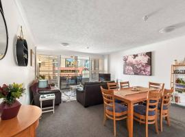 Amazing Astor Apartment ~ 5 mins Brisbane CBD, hotel with pools in Brisbane