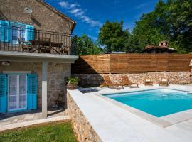 Stone Villa Katarina with pool, hotel in Klimno