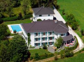 Das Landhaus Hauptmann, hotel with pools in Pörtschach am Wörthersee