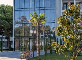 iHotel Sunny Beach، فندق في ساني بيتش
