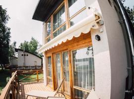 Lake House Resto, holiday home in Baltezers