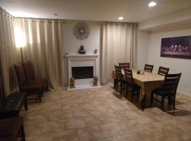 Six Flags Luxury private rooms, homestay in Santa Clarita
