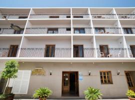 Hostal Sa Rota, hotel in Santa Eularia des Riu