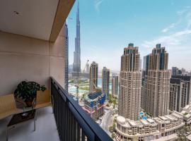 Fantastay - Towering Burj Khalifa view - BLVD Crescent Tower, apartment in Dubai