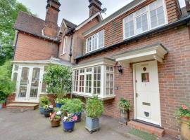 Stable Mews Cottage, hotel in Royal Tunbridge Wells