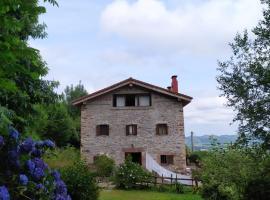 Casa Rural Haitzetxea, hotel in Zugarramurdi