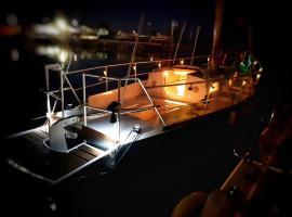 Free Estoria, boat in Scoglitti