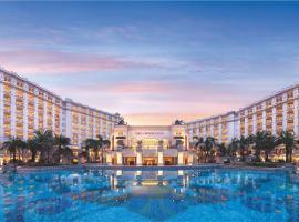 Sanya Bay Holiday Sea View Resort, отель в Санье