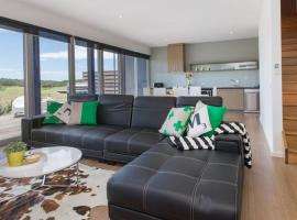 ST ANDREWS BEACH APARTMENT 4.01, hotel in Fingal