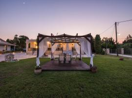 Apartment on Stravopodi 20, hotel near Agios Dionysios Church, Zakynthos