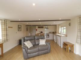 Hayleaze Farm Holiday Cottage, hotel in Malmesbury