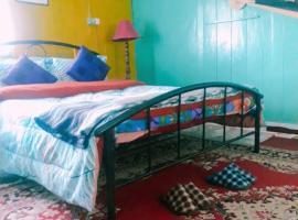 Vamoose Quaint Wood Cottage, hotel near Tiger Hill Sunrise Observatory, Darjeeling