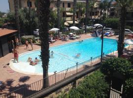 Casa, Mare-Etna-Taormina, resort village in Fondachello