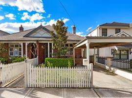 Drummoyne 3 Bedroom Home (62ALE), vacation home in Sydney